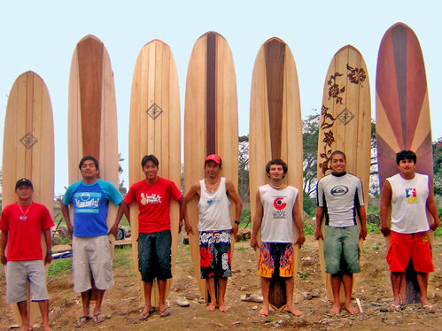 Photo of the Balsasurfers team in Ecuador